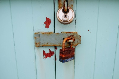 2015_12_Life-of-Pix-free-stock-photos-lock-door-rust-AnnieSpratt